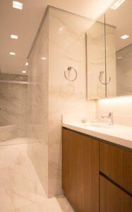 25-flavio-machado-arquitetura-apartamento-moderno-cozinha-integrada-(25)